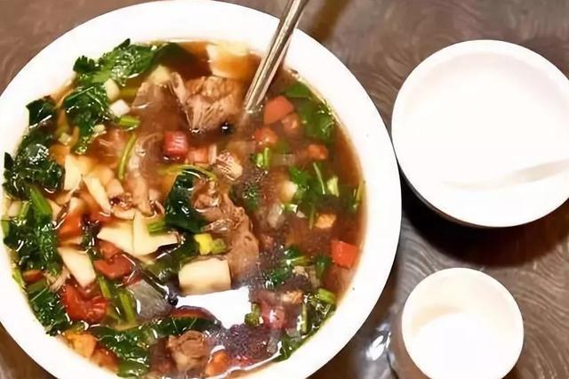 乌鲁木齐这家羊肉汤饭:吃饭论公斤!