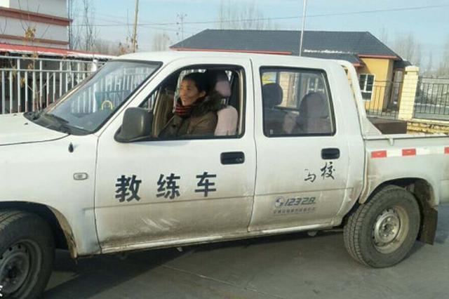 """工作队将驾校""""请""""到村里 村民家门口学驾驶技能"""