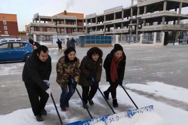 克拉玛依市:一场大雪带给我们很多温暖和快乐