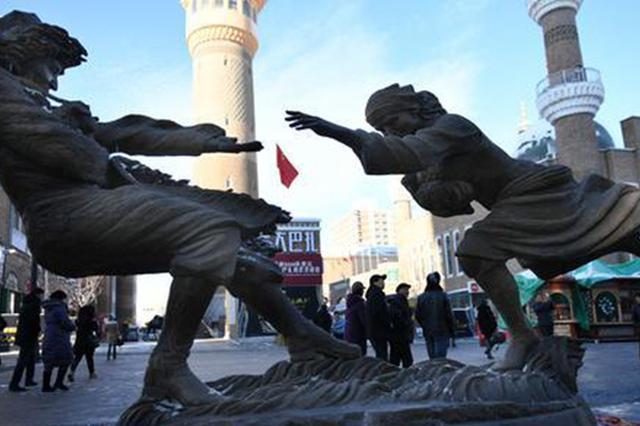"""""""天山脚下·塑说新疆""""全国优秀雕塑作品巡展走进大"""