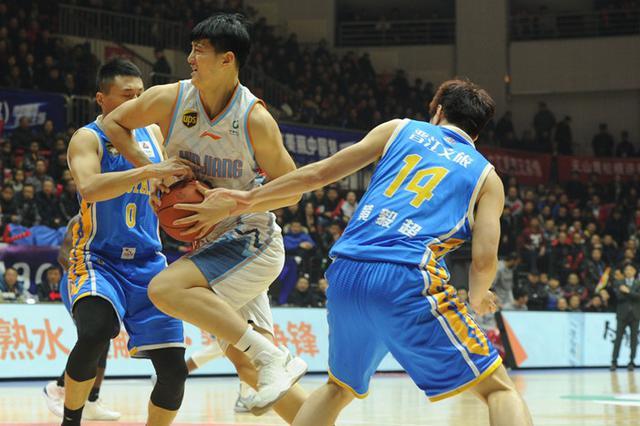 CBA常规赛:新疆队主场122:115逆转险胜福建队