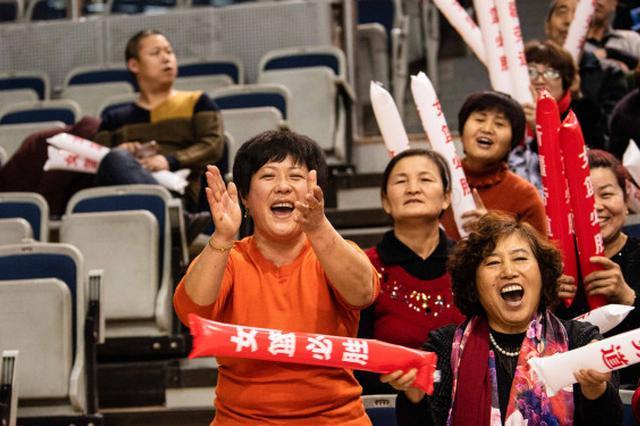 """新疆女篮主场有个""""表情姐""""  从小打篮球喜欢王丽丽"""
