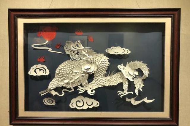 名家妙手剪纸迎新春,乌鲁木齐市民爱上传统文化