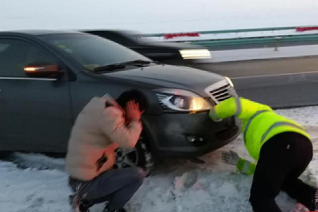 新疆高速交警提醒:春运期间如遇交通困难可拨打12122救助
