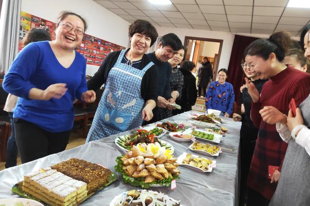 巧手烹佳肴,妙思趣摆盘,社区厨艺大赛高手多