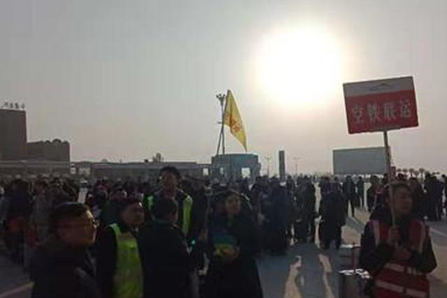 乌鲁木齐至吐鲁番动车转运因雾滞留旅客两千余人