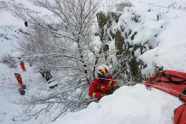 零下20℃ 新疆阿勒泰消防冒雪开展山岳高空救援演练