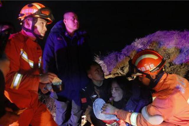 """""""驴友""""被困塔克拉玛干沙漠4天 消防员搜救7小时后救出"""
