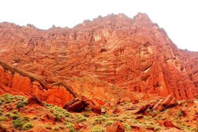 """震撼!新疆天山神秘大峡谷""""红色的山崖"""""""