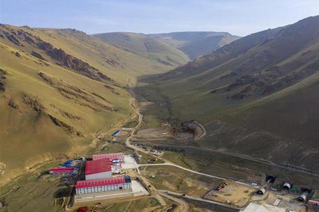 新疆最长高速公路隧道施工有序进行
