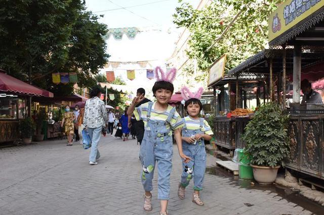 喀什古城:孩童乐享夏日