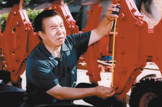 陈学庚用技术创新改变传统植棉模式—— 半个世纪 一方棉田