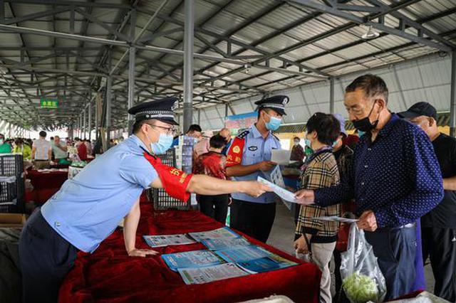 新疆铁警开展普法宣传
