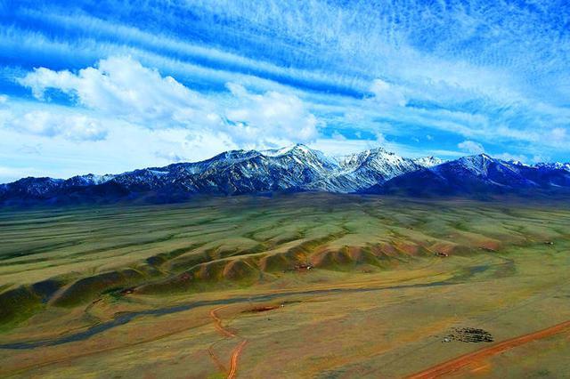 新疆托克逊黑山草原如梦如幻