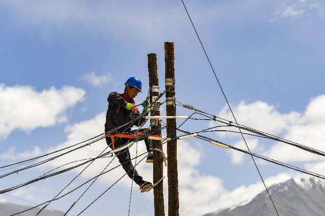 光纤入户 连接高原山村内外