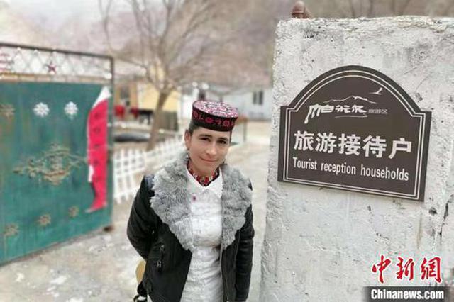 新疆塔县山谷杏花渐次开放赏花游客数量爆发式增长