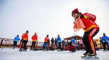 博乐市:享受冰上运动的快乐