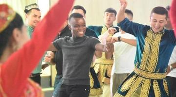 北京大学留学生参访新疆