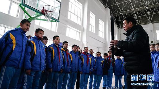 新疆阿勒泰市开设四季滑雪课