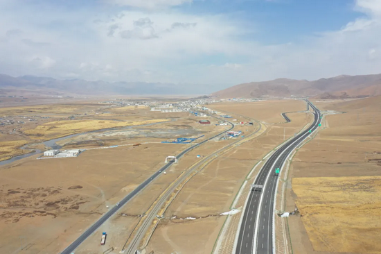 世界海拔最高的那拉高速全线通车 西藏高等级公路通车里程达1