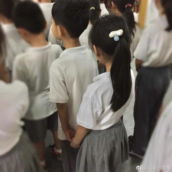 囧哥午间版:这广告照片谁拍的 以为千玺在摸王俊凯…图片