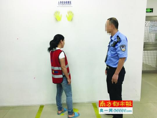 谭某因涉嫌组织他人卖分被行政拘留。