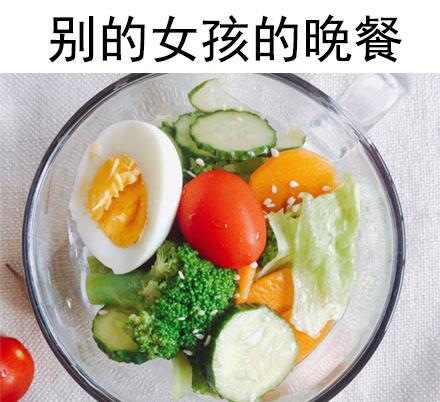 囧哥午间版:川航从上机吃到下机 发玉米土豆还加辣酱图片