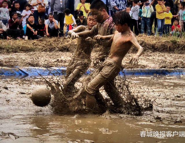 男孩子的游戏 云南广南举行泥人大战