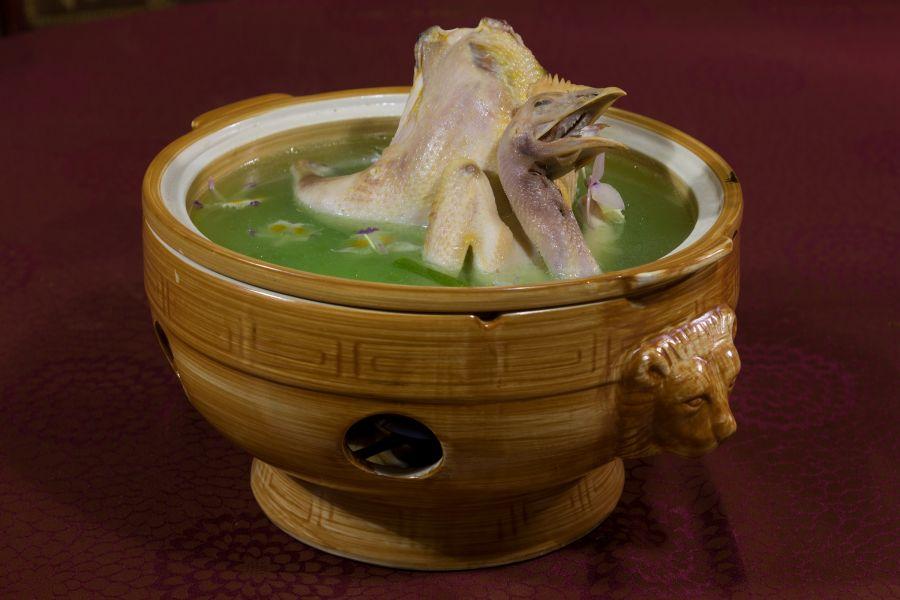 龙陵特色菜-石斛炖鸡——侯云鹏摄影