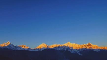 视频丨如梦如幻!难得一见的日照金山全过程