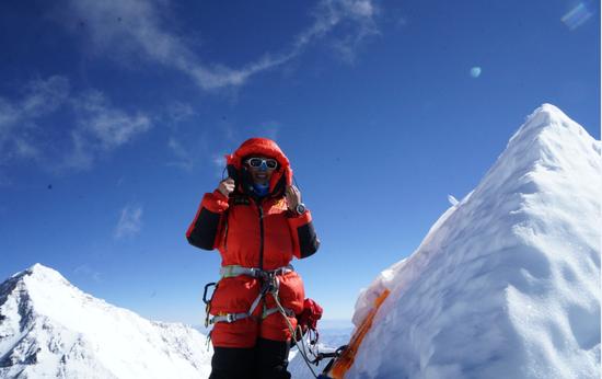 云南女孩问顶珠峰 四次登陆8000米绝命海拔