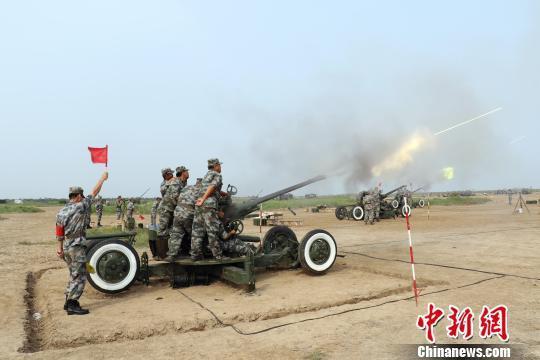 资料图:2016年7月,陆军天津预备役某高炮团组织现役及预备役官兵在某靶场进行了实弹射击演练。刘长伟 摄