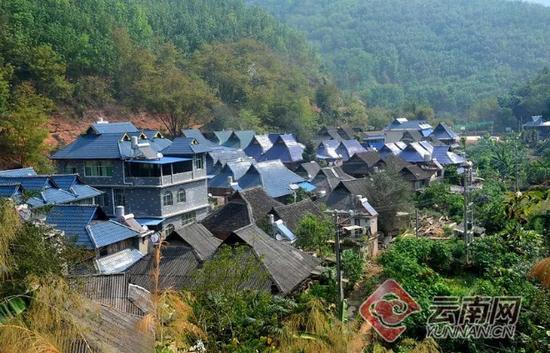 基诺山寨阿婆村