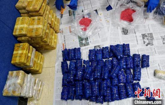 图为警方缴获的37.85公斤毒品冰毒片剂可疑物。云南省公安厅供图