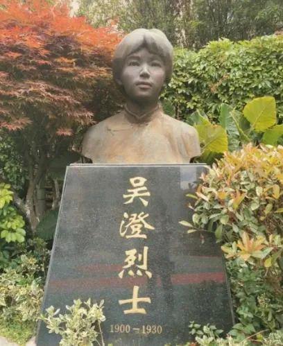 吴澄烈士塑像