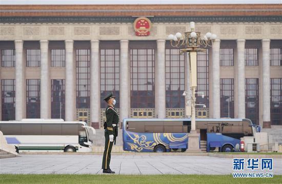 这是4月29日在北京天安门广场拍摄的人民大会堂。新华社记者 邢广利 摄