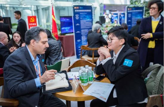 中国昆明南亚东南亚科技服务业合作中心揭牌当天,相关企业进行对接