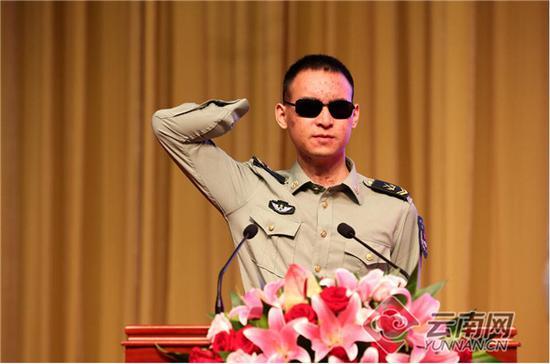 杜富国同志。记者雷桐苏摄