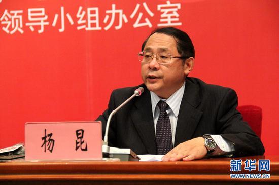 云南省财政厅党组成员、副厅长杨昆介绍相关情况。(新华网 念新洪 摄)