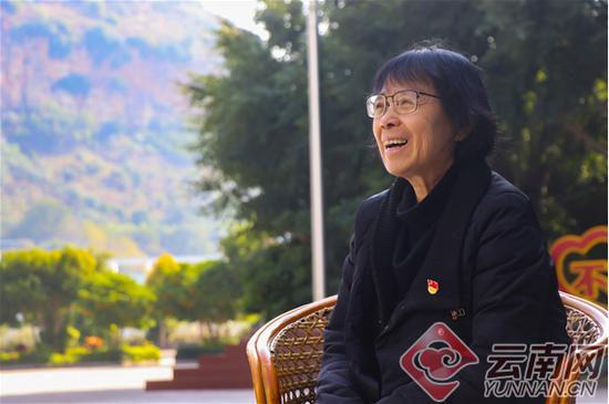张桂梅接受记者采访 赵黎浩 摄