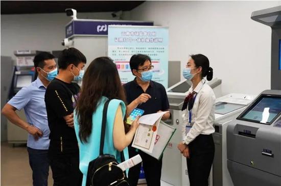 驻华记者云南行 在自贸区昆明片区感受创新和开放