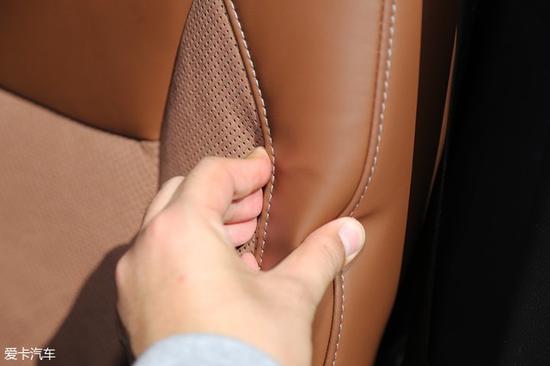 广汽菲克Jeep大指挥官的前、中、后三排座椅的填充均十分饱满。