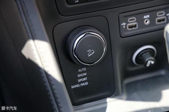 广汽菲克Jeep大指挥官采用了Active Drive适时四驱系统,这套四驱系统在同级别车型中竞争力十分强大。