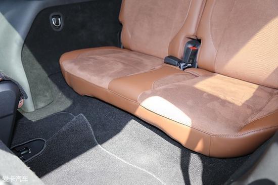 只不过第三排座椅的座垫厚度依然比较单薄,这也是7座SUV车型始终无法攻克的难题。