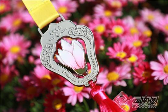 奖牌以玉兰花为主打设计元素