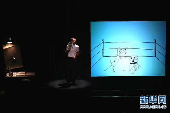 西班牙多媒体动画互动剧《猫飞狗跳》在昆演出现场。 赵普凡 摄