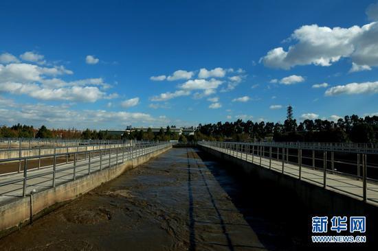 污水处理过程。