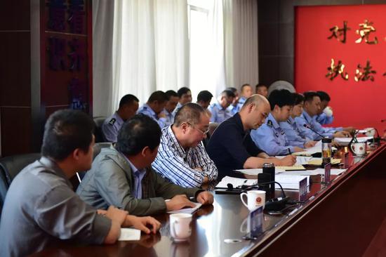 当天下午15时,州局督导组在建水县公安局召开督导反馈会。