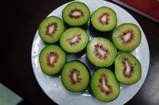 红绿相间的猕猴桃果肉。