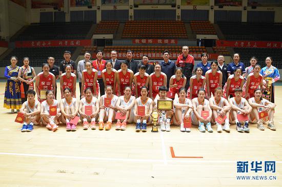 昆明女队与保山女队分获女子组冠亚军。新华网 徐华陵 摄